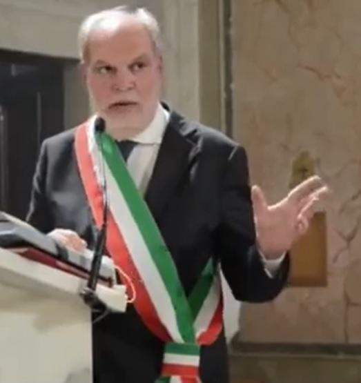 vozza CASAGIOVE, IL SINDACO VOZZA: TENIAMO ALTA LA GUARDIA CONTRO IL CORONAVIRUS