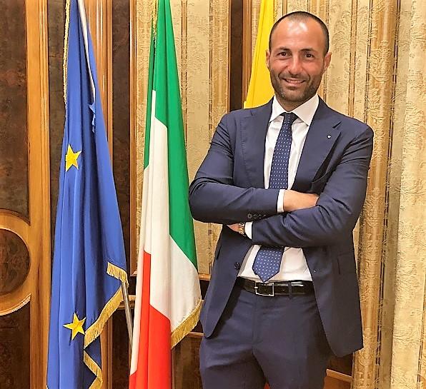 Alessandro Di Ruocco Pres GGI Napoli UNITI NEL CUORE DONA FONDI AD ENTI BENEFICI DEL TERRITORIO