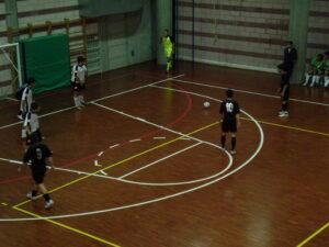 Calcio punizione C5 300x225 CALCIO A 5, A CASAGIOVE 6 POSITIVI... DOPO UNATTESA DI GIORNI
