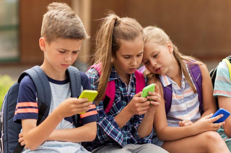 bambini social scaled CYBERBULLISMO, LONARDO: MINORI DI 14 ANNI E SOCIAL, DUE PAROLE DA NON INSERIRE NELLA MEDESIMA FRASE