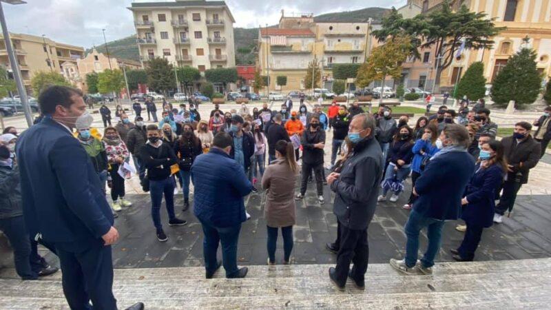 foto manifestazione scaled COVID, PIROZZI A SOSTEGNO DEI COMMERCIANTI: APPELLO A CONTE E DE LUCA