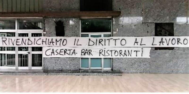 %name CASERTA, LA PROTESTA PACIFICA DEGLI ESERCENTI DEL CENTRO STORICO