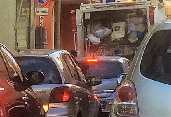 raccolta rifiuti traffico CASAGIOVE, RACCOLTA DEI RIFIUTI: MAGGIORI CONTROLLI SULL'ORGANIZZAZIONE DEL SERVIZIO