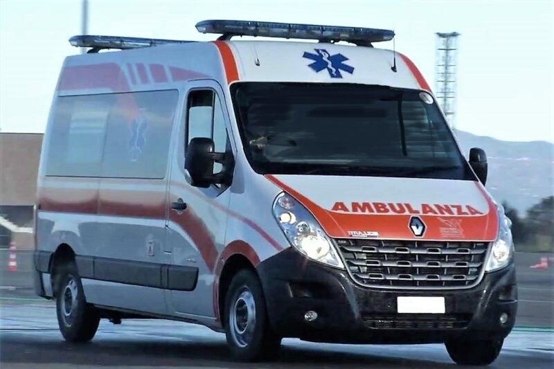 ambulanza scaled ASL & 118… #noistiamoconglimbecilli