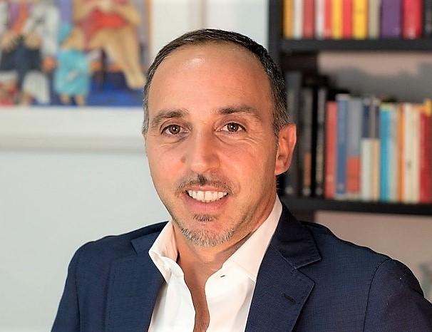 Sandro Zilli SIAMO ESSERI UMANI LINEARI IN UN MONDO DI CAMBIAMENTI ESPONENZIALI