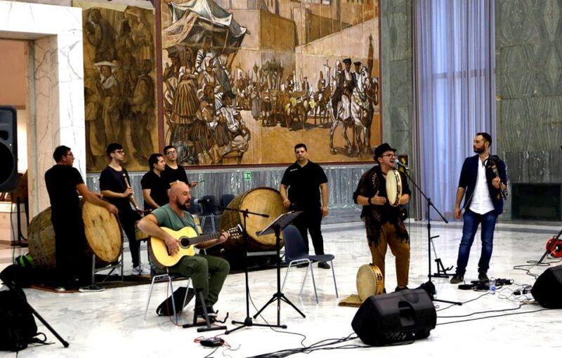 Pastellesse Sound Group al Museo delle Arti e Tradizioni Popolari di Roma scaled ESCE A JURNÀTA E SANTANTUONO, IL BRANO DEI PASTELLESSE SOUND GROUP DEDICATO AL POPOLO DI MACERATA CAMPANIA
