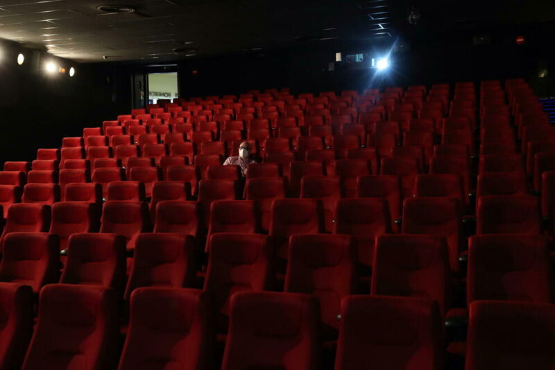 cinema vuoto scaled UECI CAMPANIA: L'INSOSTENIBILE ODISSEA DELLE SALE CINEMATOGRAFICHE