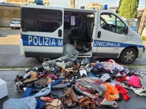 polizia 300x225 CASERTA, LE OPERAZIONI DELLA MUNICIPALE: SEQUESTRO DI MERCI A VIA RUTA
