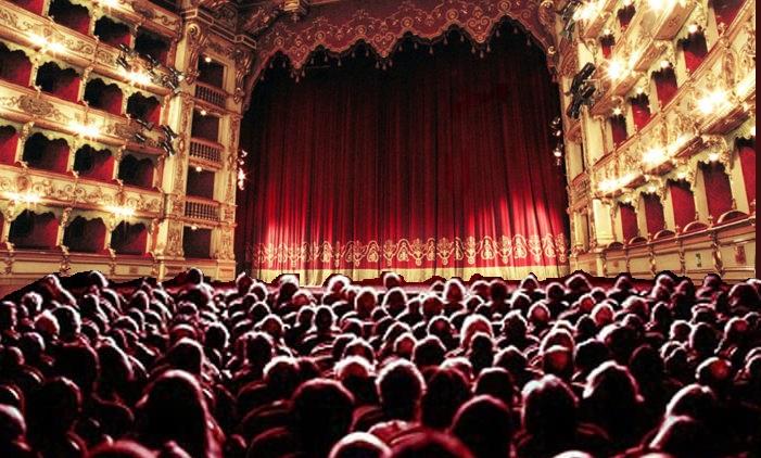 """Spettacoli nei teatri delle Marche 696x385 1 """"RIPARTIAMO DAL TEATRO"""", BANDO EVENTI PER LA PROMOZIONE TURISTICA DELLA CAMPANIA"""