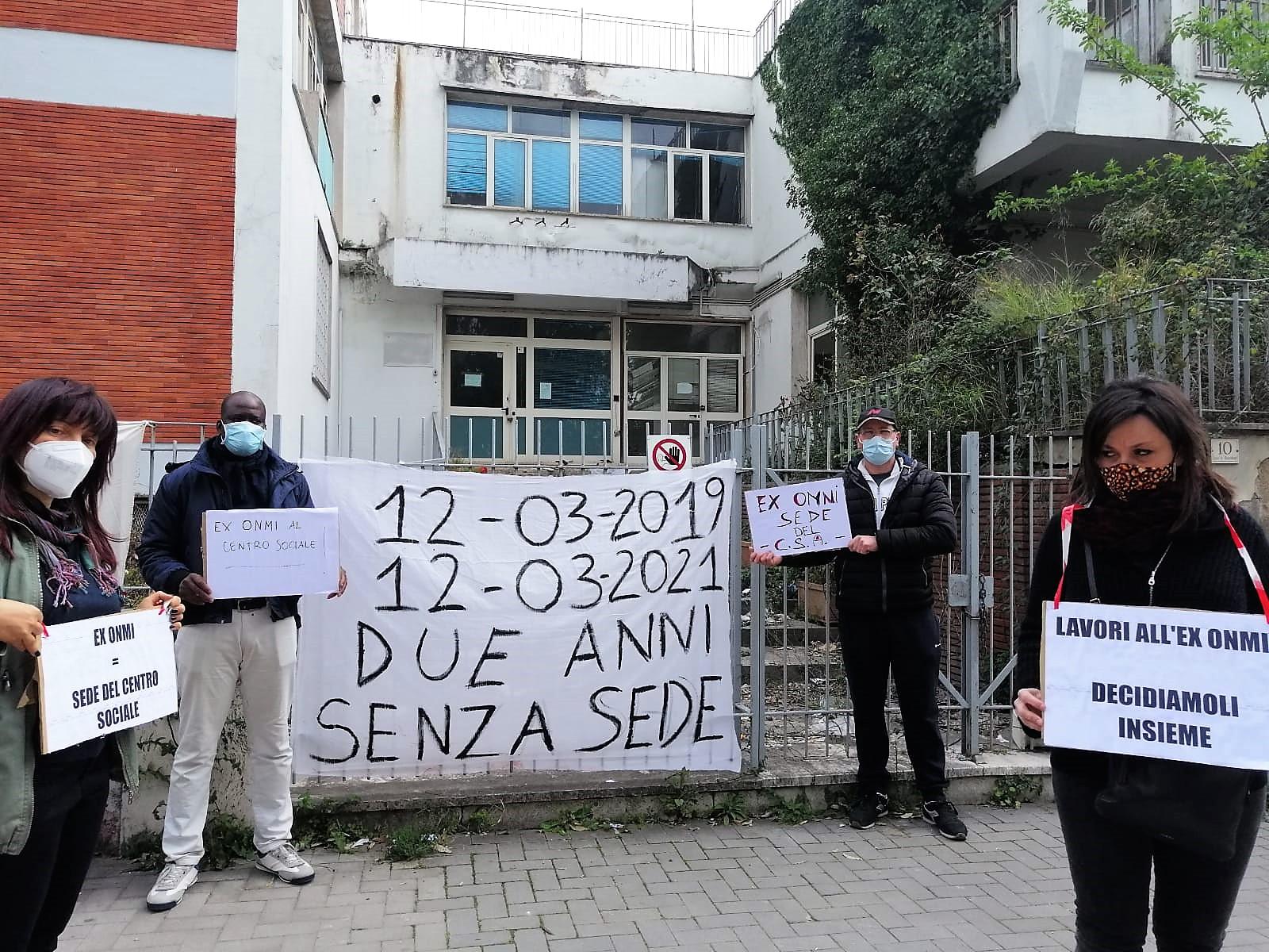 %name FLASH MOB DEL CENTRO SOCIALE EX CANAPIFICIO: DUE ANNI DI PROMESSE...DUE ANNI TRASCORSI IN STRADA