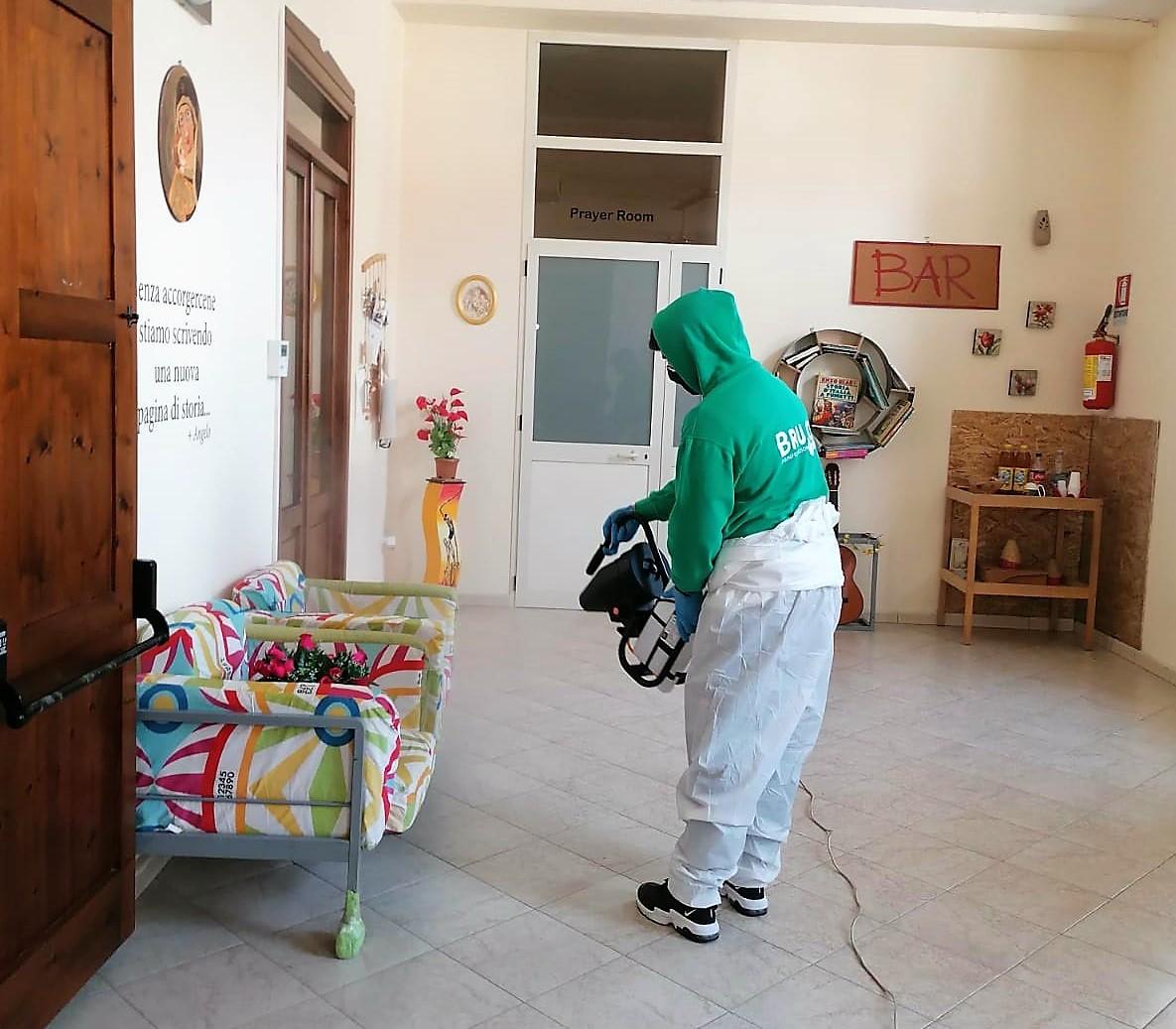 caritas sanificazione locali 2 AVERSA, CARITAS DIOCESANA: SOSPESI SERVIZI PER QUARANTENA FIDUCIARIA E SANIFICATI I LOCALI