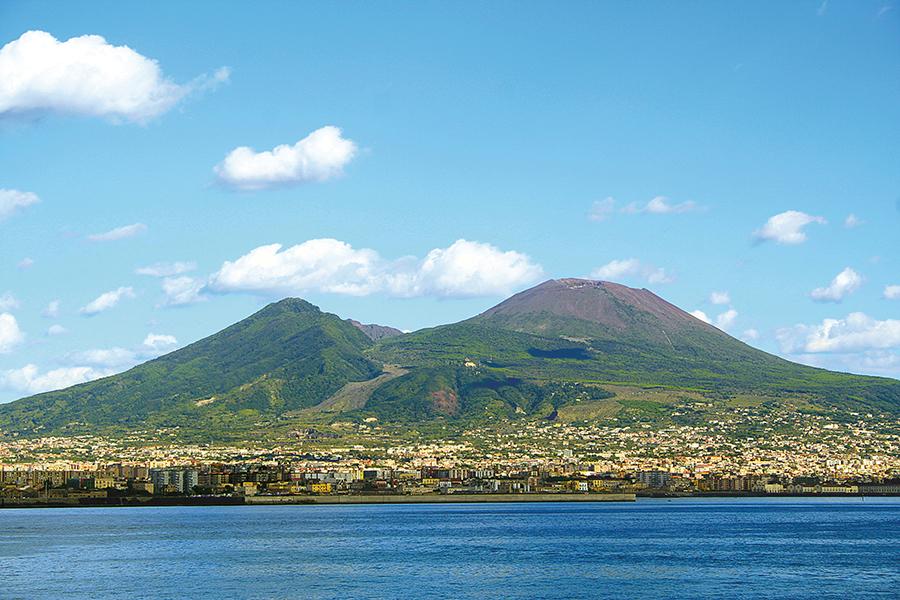 Vesuvio dalla costa EPNV Gastronomia locale e creatività al centro delle città del Vesuvio.
