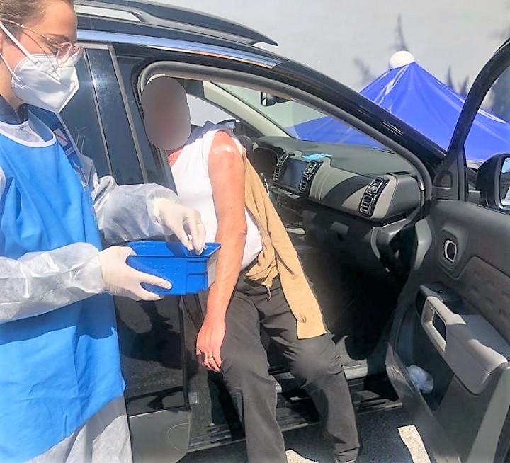 vax NAPOLI. POLICLINICO VANVITELLI, VACCINAZIONI IN AUTO PER PAZIENTI FRAGILI NON DEAMBULANTI