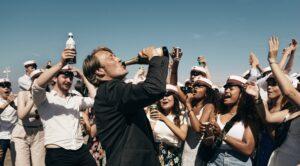 "%name OSCAR 2021, ""DRUK"" (""UN ALTRO GIRO""): UN BRINDISI (DI TROPPO) INSIEME A THOMAS VINTERBERG"