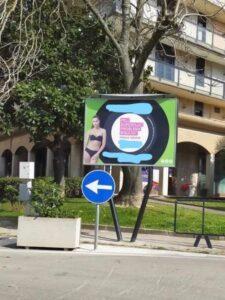 foto cartellone 3 225x300 SANTA MARIA CAPUA VETERE, LE ASSOCIAZIONI: BASTA TRASFORMARE LA CITTÀ IN UN DRIVE IN PUBBLICITARIO