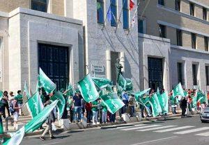 FIALS Manifestazione 300x209 FIALS, GIUSEPPE CARBONE PUNTA IL DITO CONTRO GLI STIPENDI INADEGUATI