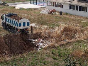 Interramento rifiuti via Tedeschi 1 300x225 CASERTA DECIDE DENUNCIA INTERRAMENTO RIFIUTI IN VIA TEDESCHI