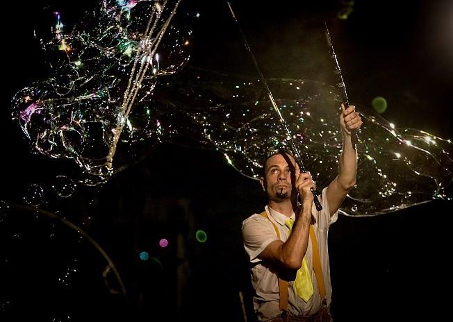 """fishbubbles MicheleCafaggi TeatrodeiPiccoli NAPOLI, MOSTRA DOLTREMARE: SPETTACOLI E LABORATORI """"OPEN AIR"""" AL TEATRO DEI PICCOLI"""