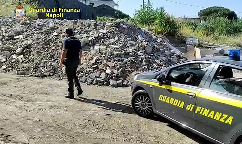 foto 1 GdF NAPOLI, AMBIENTE: 4 FERMI PER GESTIONE ILLECITA DI RIFIUTI NELL'AREA FLEGREA