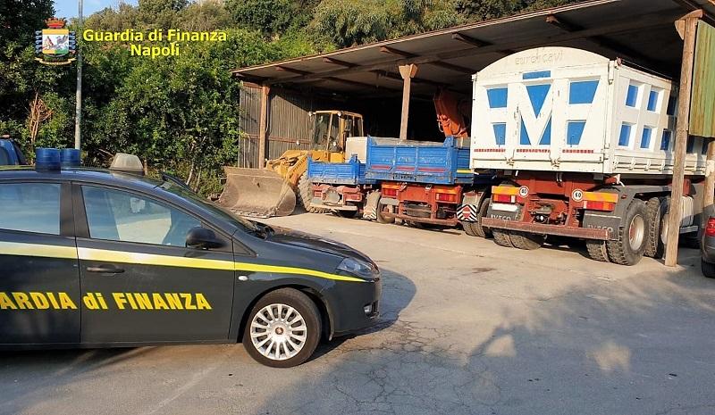 foto 2 gdf GdF NAPOLI, AMBIENTE: 4 FERMI PER GESTIONE ILLECITA DI RIFIUTI NELL'AREA FLEGREA