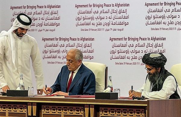 1200px Secretary Pompeo Participates in a Signing Ceremony in Doha 49601220548 COSA HANNO PIANIFICATO GLI USA IN AFGHANISTAN?