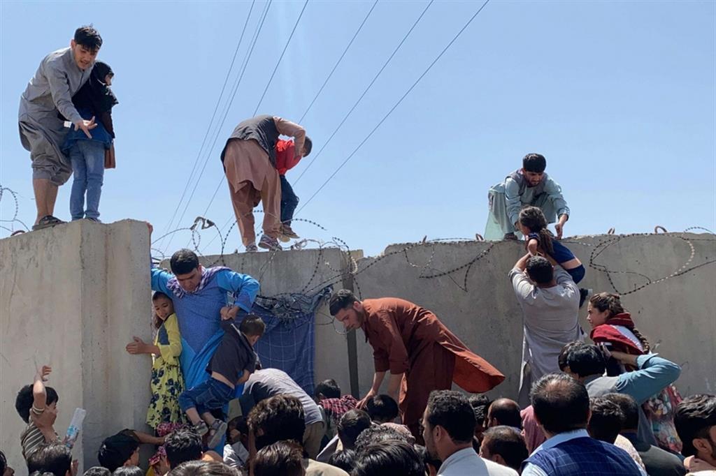 Fuga da Kabul2 AFGHANISTAN: CASAGIOVE SI CANDIDA AD ACCOGLIERE I PROFUGHI
