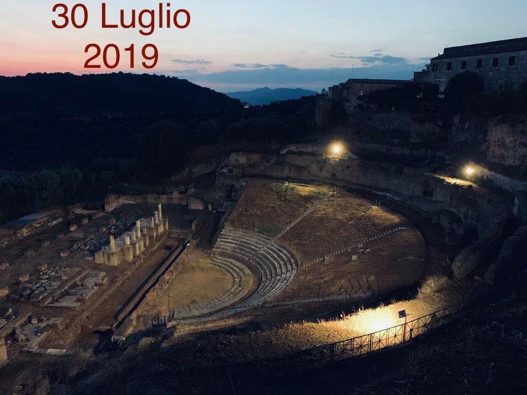 teatro romano Sessa Aurunca SESSA AURUNCA, SASSO SUL TEATRO ROMANO: SERVONO MANUTENZIONE E RESTAURO, PUO DIVENTARE LA NOSTRA ARENA DI VERONA